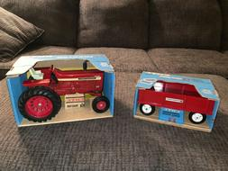 1960's Ertl International harvester 1026 tractor and wagon