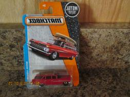 2017 MATCHBOX METAL '59 CHEVY WAGON RED WITH CANOE 1/125