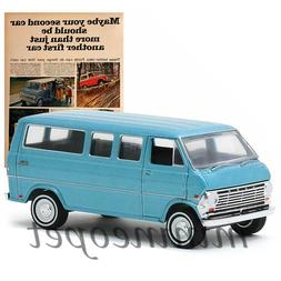 GREENLIGHT 39030 C VINTAGE AD CARS 1968 FORD CLUB WAGON 1/64
