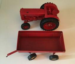 ERTL INTERNATIONAL 600 Wide Front Diesel Tractor and Wagon 1