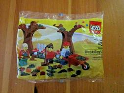 NEW Lego Fall Polybag 40057 Wheelbarrow Leaves Autumn Mushro