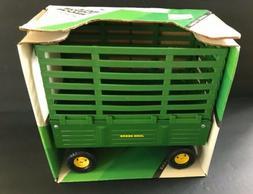 NEW IN ORIGINAL BOX -Ertl John Deere - Bale Throw Wagon #522