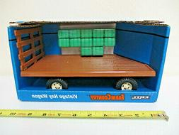 Vintage Hay Wagon With Bales By Ertl 1/16th Scale !